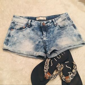 💋5/25 Cotton On Medium-Light Wash Denim Shorts